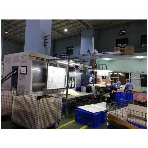 注塑机机械手应用于汽车行业